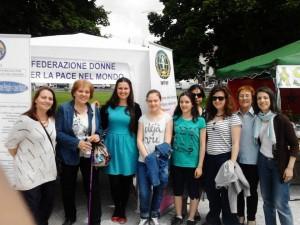Nella foto, alcuni membri e collaboratori della WFWP con la responsabile della sezione Padova, Flora Chirulli